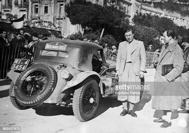 Chinetti et Trévoux , les gagnants de l'année dernière du rallye de Monte-Carlo, photographiés avant le départ, à Monaco en 1935.