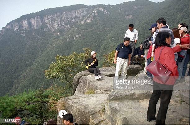 Chinsesen 'LushanGebirge' Provinz Jiangxi China Asien F l u s s k r e u z f a h r t Landgang Rundreise Gebirge Landschft Felsen Wald Bäume...