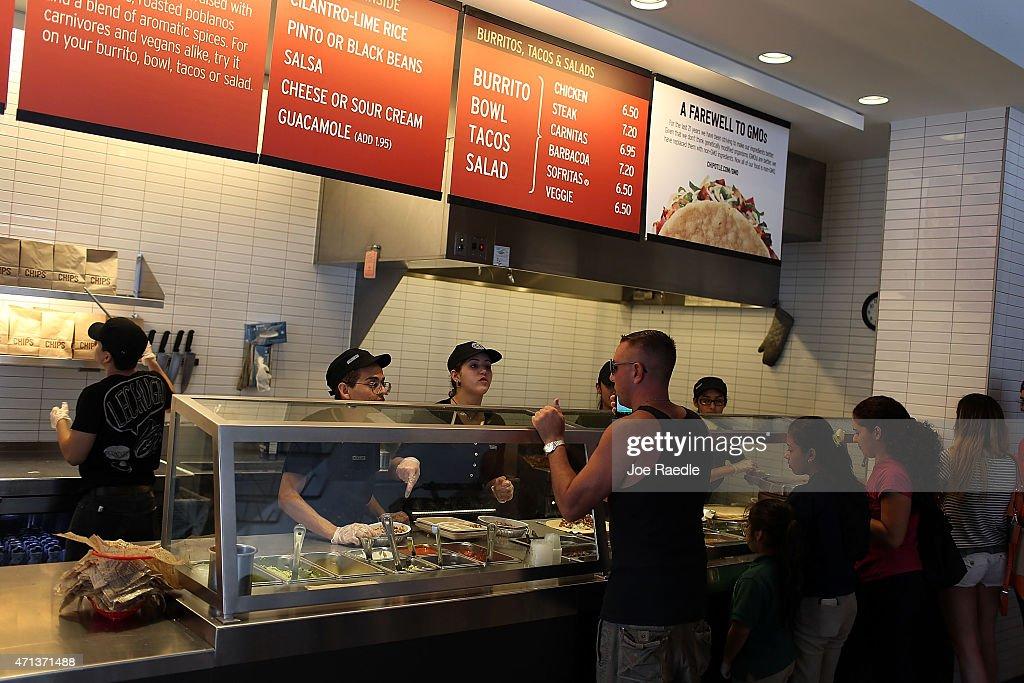 Chipotle Becomes First Non-GMO US Restaurant Chain : News Photo