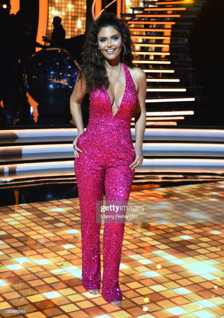 "Univision's ""Mira Quien Baila: All Stars"" - Week 4 : News Photo"