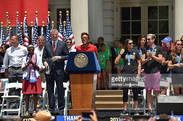 Chirlane McCray Mayor Bill de Blasio and Robin Roberts celebrate the World Cup Champions US Women's Soccer National Team at a City Hall ceremony...