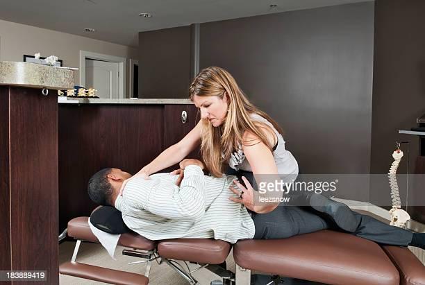 Quiropráctico el tratamiento de pacientes