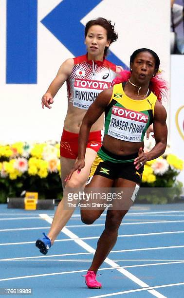 Chisato Fukushima of Japan and ShellyAnn FraserPryce of Jamaica competes in the Woen's 200 metres heats during Day Six of the 14th IAAF World...
