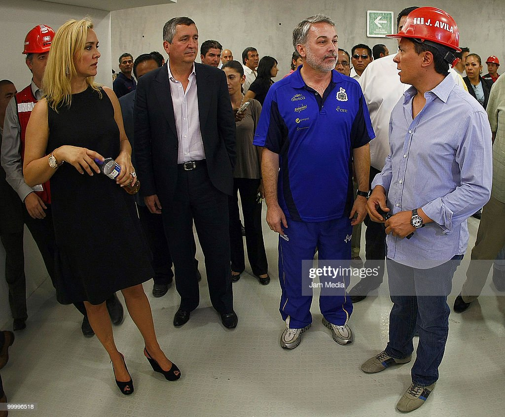 Chivas' Director Angelica Fuentes (L), Chivas' president Jorge Vergara (C) and Governor of Jalisco Emilio Gonzalez (R) during a visit to the construction of new Chivas Guadalajara stadium on May 19, 2010 in Guadalajara, Mexico.