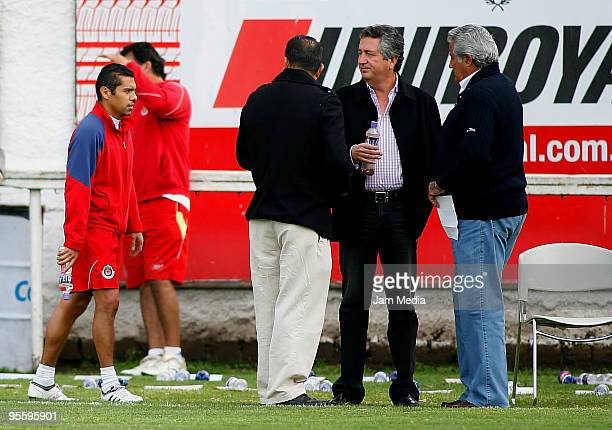 Chivas' player Ramon Morales president Jorge Vergara sport director Efrain Flores and Sports president Rafael Lebrija during a training session at...