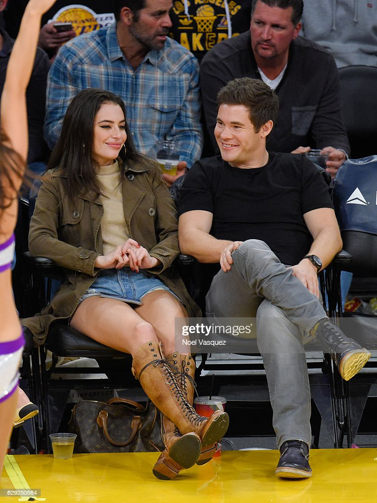 Celebrities At The Los Angeles Lakers Game : Nachrichtenfoto