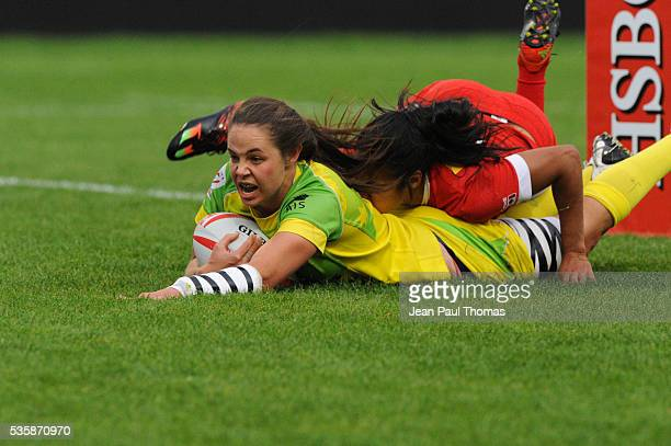 Chloe DALTON of Australia scores a try during the HSBC Women's Sevens Series match between Australia vs Canada on May 29 2016 in Clermont France