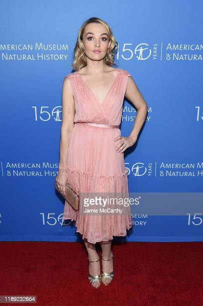 Chloe Fineman attends the American Museum Of Natural History 2019 Gala at the American Museum of Natural History on November 21 2019 in New York City