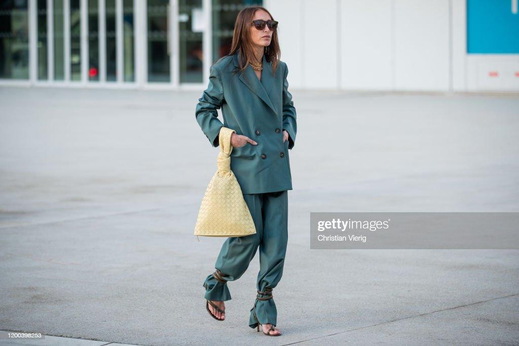 Street Style - Paris Fashion Week - Menswear F/W 2020-2021 : Day Five : News Photo