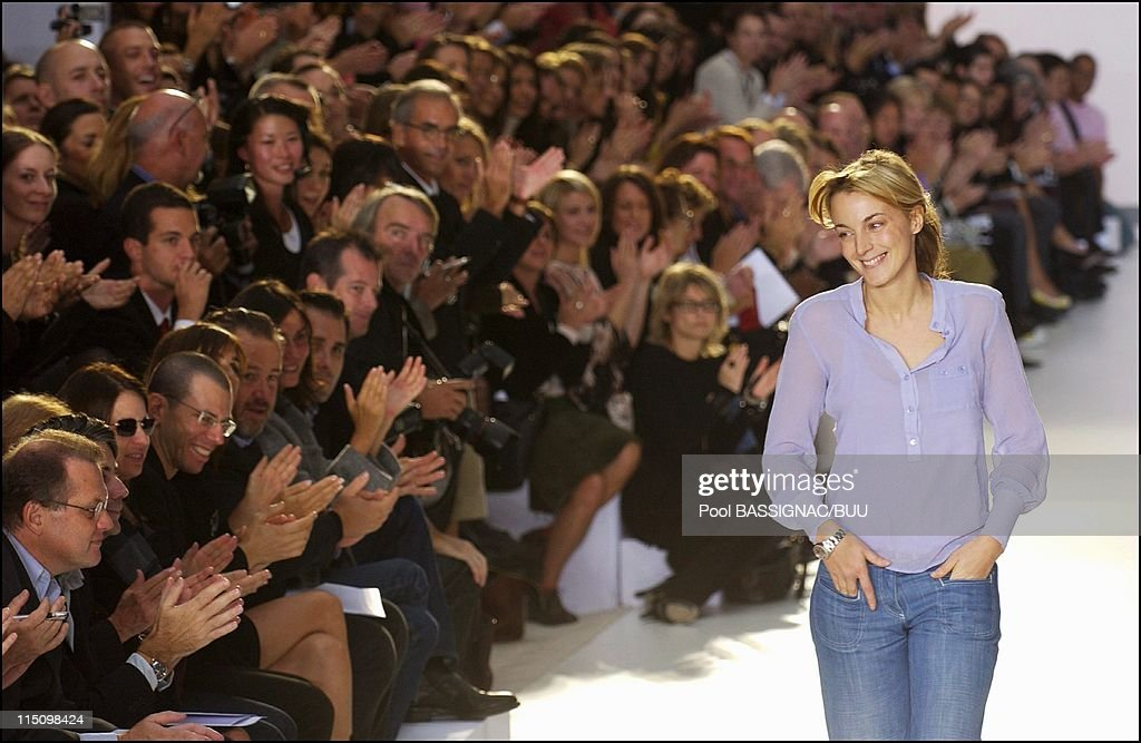 Chloe Spring-Summer 2004 Ready-To-Wear Collection In Paris, France On October 11, 2003. : ニュース写真