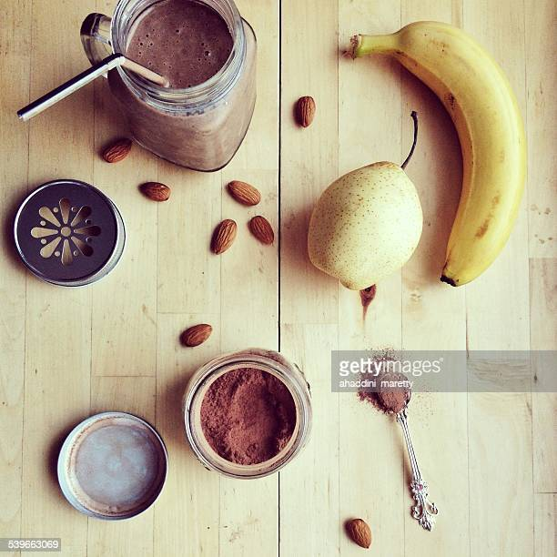 Chocolate banana smoothie an ingredients