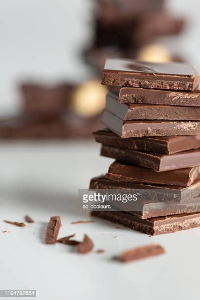 チョコレートブロック - ダークチョコレート ストックフォトと画像