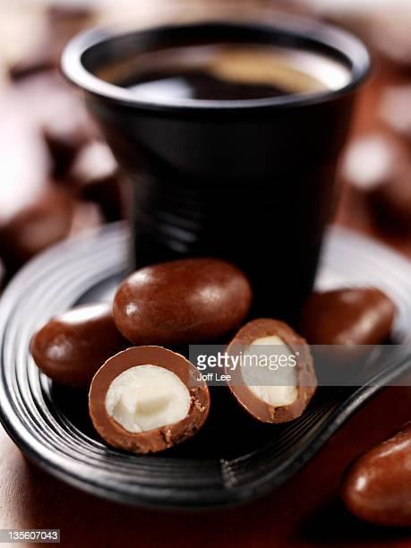 chocolate brazil nut - brazil nut - fotografias e filmes do acervo