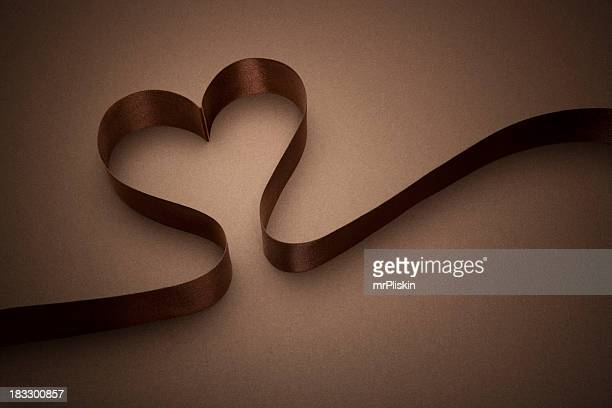 チョコレートブラウンのハート型リボン