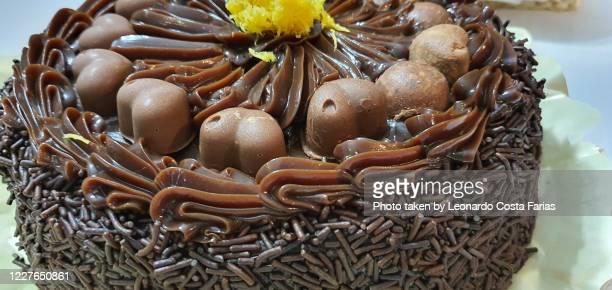chocolate cake - leonardo costa farias stock pictures, royalty-free photos & images