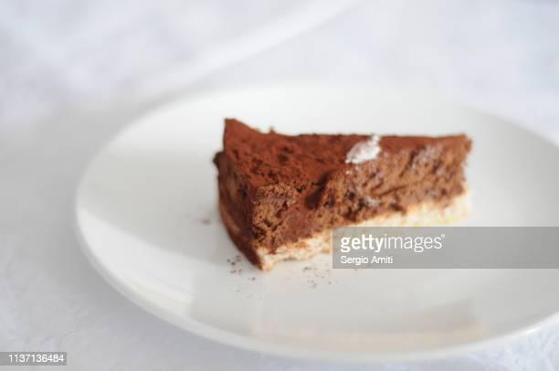 chocolate cake slice - torta di ricotta foto e immagini stock
