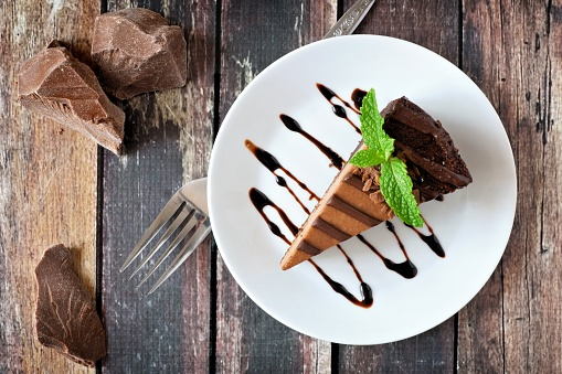 Chocolate cheesecake above view over rustic wood 865586350