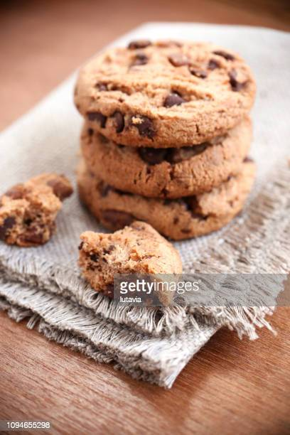 chocolate chip cookie - lutavia stock pictures, royalty-free photos & images