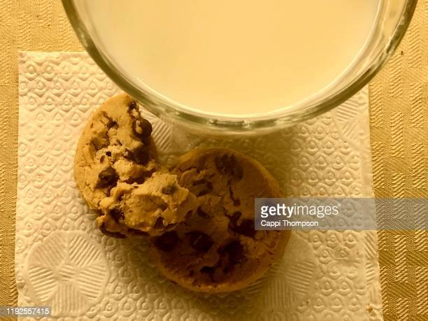 chocolate chip cookies and milk - cappi thompson stock pictures, royalty-free photos & images