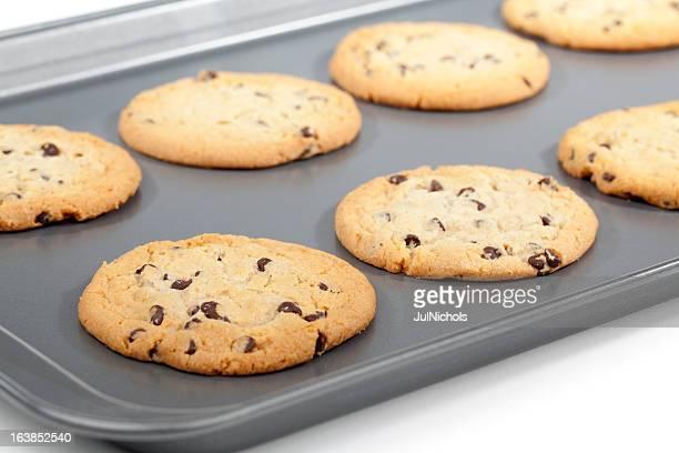 Cookies aux pépites de chocolat sur plaque de four
