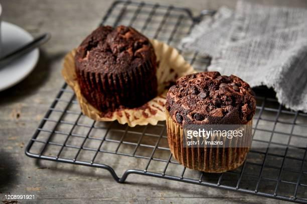 chocolate chip muffin - チョコレートチップマフィン ストックフォトと画像