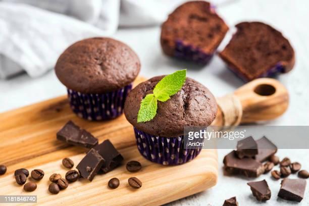 chocolate chip muffins - チョコレートチップマフィン ストックフォトと画像