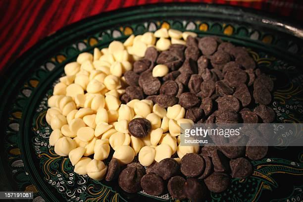 Symbole d'Yin yang aux pépites de chocolat