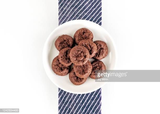 chocolate cookies arranged on a plate - fudge stock pictures, royalty-free photos & images