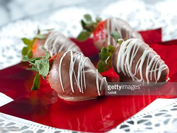 chocolate covered strawberries - chocolate dipped stock pictures, royalty-free photos & images
