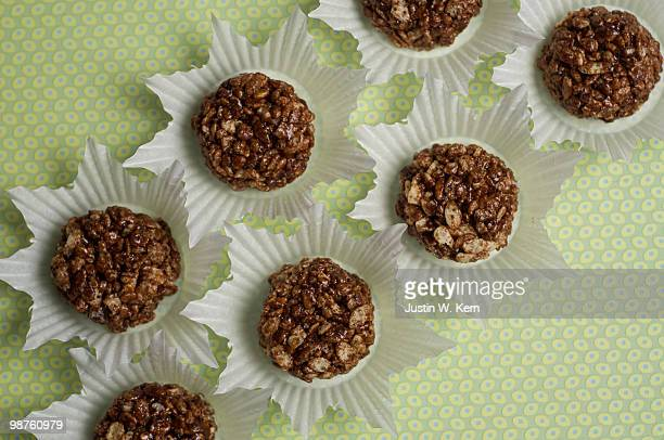 chocolate crispies - crunchy stock pictures, royalty-free photos & images