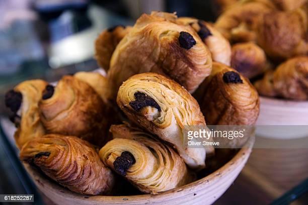 chocolate croissants - パン屋 ストックフォトと画像