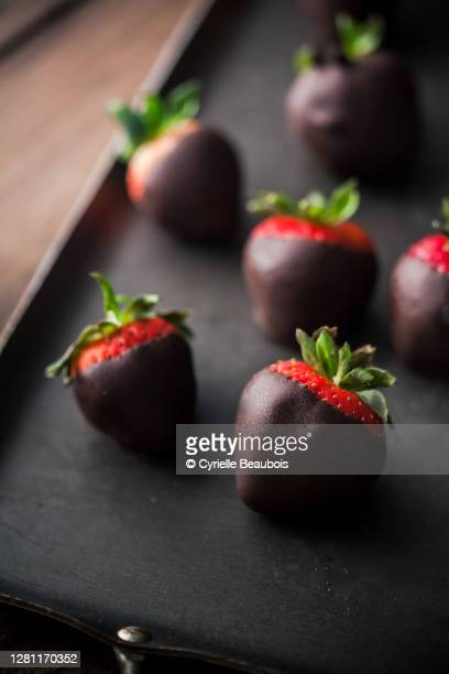 chocolate dipped strawberries - chocolate dipped stock pictures, royalty-free photos & images