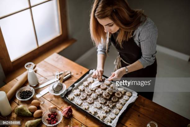 chocolate fits gingerbread cookies - chocolate shop stock pictures, royalty-free photos & images