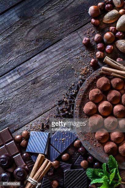 Marco de chocolate de mesa de madera rústica