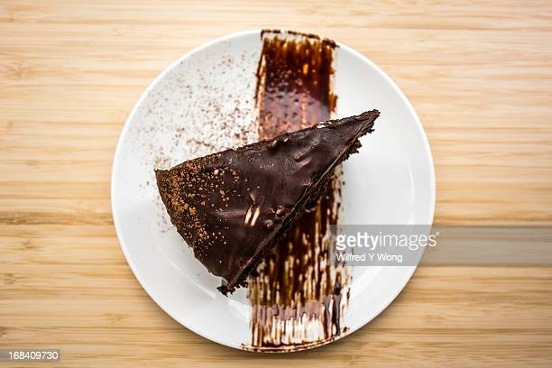 chocolate fudge cake - chocolate cake above stock pictures, royalty-free photos & images