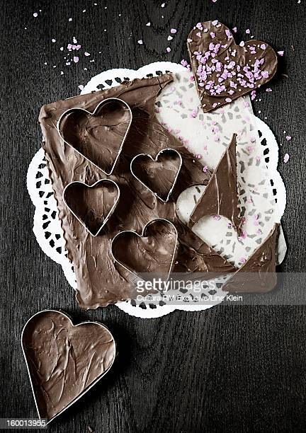 chocolate honey cakes in heart shape - doily ストックフォトと画像