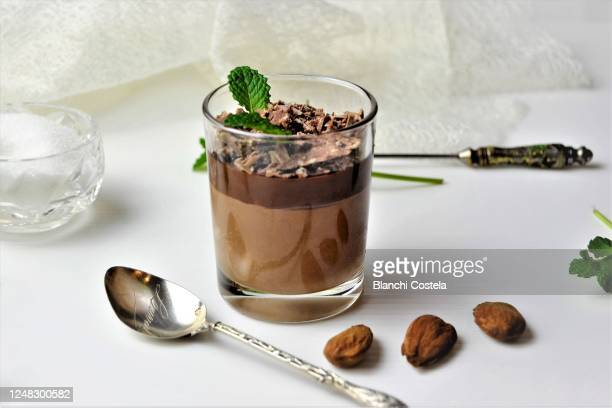 chocolate mousse - chocolate mousse stock pictures, royalty-free photos & images