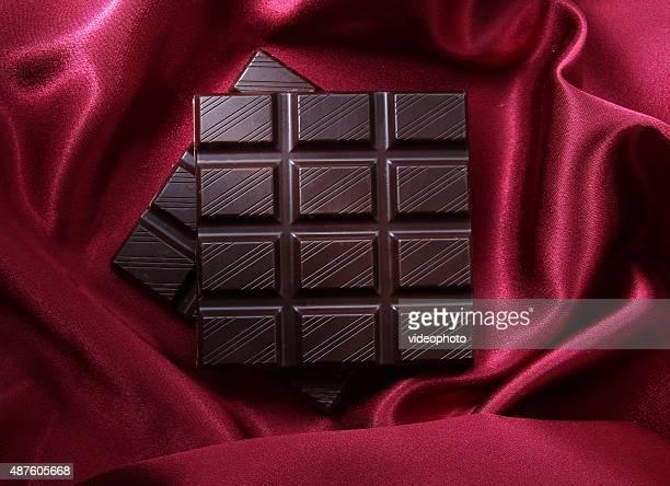 チョコレート、赤色の背景