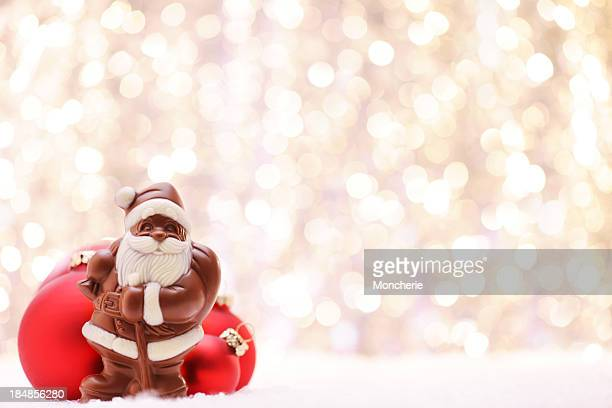 Schokolade Santa und rote Kugeln