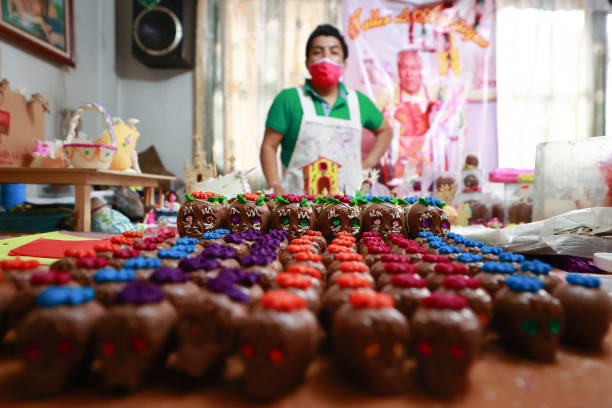 MEX: Artisans Produce Sugar Paste Skulls Ahead of Day Of The Dead