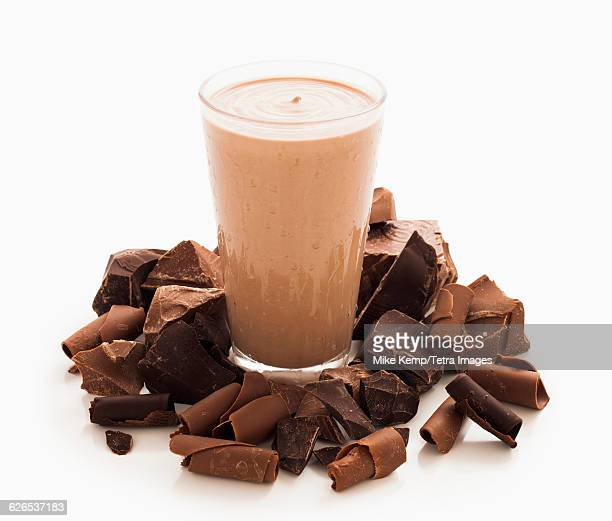 Chocolate smoothie and pieces of chocolate