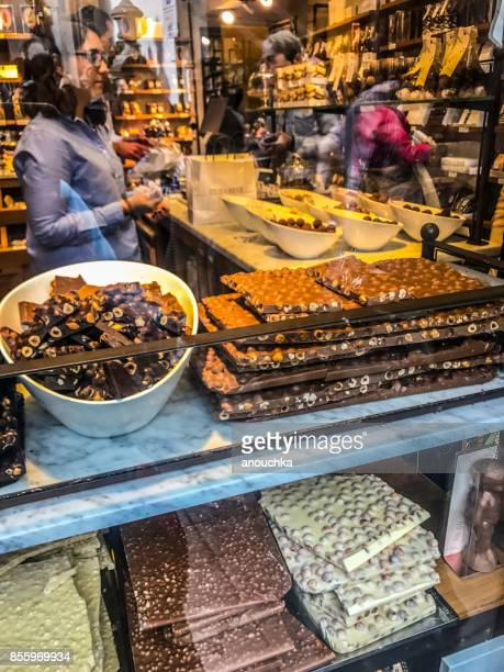 chocolate store in brussels, belgium - chocolate shop stock pictures, royalty-free photos & images
