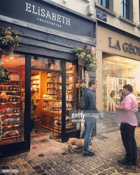 chocolate store in brussels with people outside, belgium - chocolate shop stock pictures, royalty-free photos & images