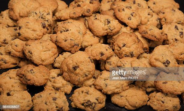chocolate-chip biscuits - jean marc payet photos et images de collection