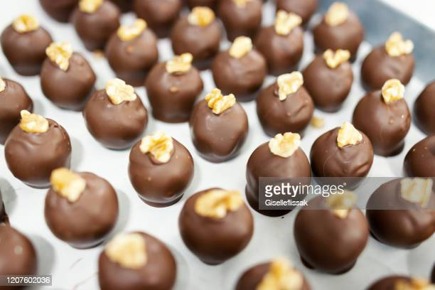 chocolates being preparated in a chocolate factory - chocolate factory stock pictures, royalty-free photos & images