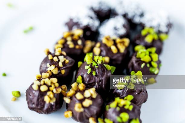 chocolates - praliné - carolafink stock pictures, royalty-free photos & images