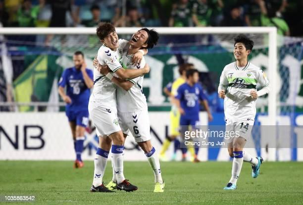 Choi Bo-Kyung of Jeonbuk Hyundai Motors celebrates after scoring a second goal during a AFC Champions League Quarter Final second leg match between...