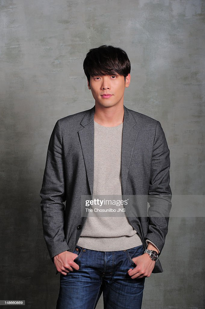 choi-daniel-poses-for-photographs-on-feb