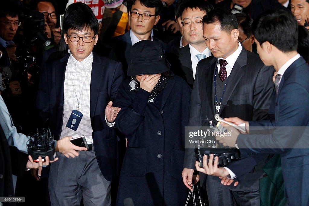 President Park's Secret Advisor Choi Soon-Sil Appears At Prosecutor's Office
