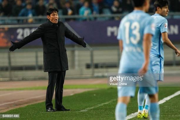 Choi Yongsoo head coach of Jiangsu Suning speaks to his players during the AFC Champions League 2017 Group H match between Jiangsu Suning and...